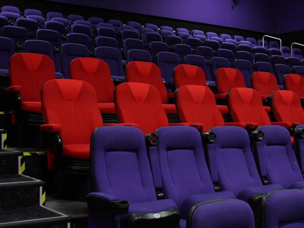 10 leyendas urbanas de los 90's Jeringas en asientos de cine