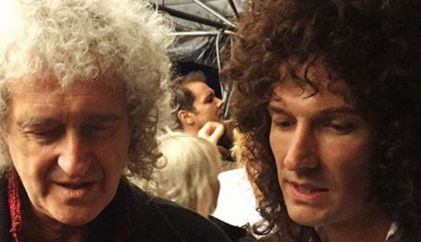 Brian May enseña a tocar la guitarra a Gwilym Lee