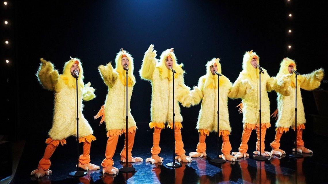 Los Backstreet Boys presentan su nuevo disco disfrazados de pollo