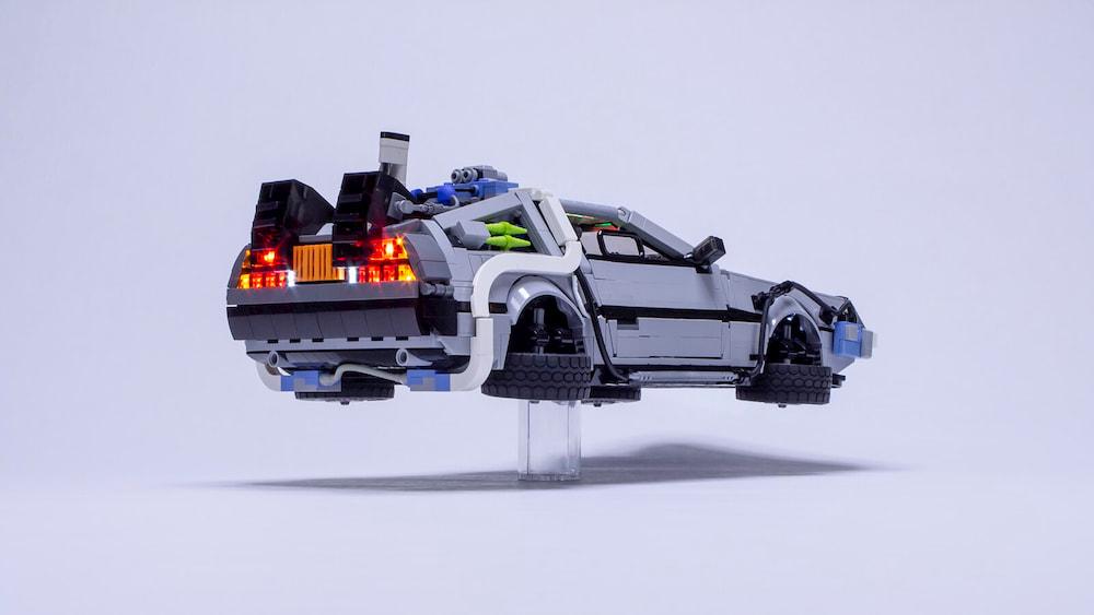 """Conoce el DeLorean de """"Volver al Futuro"""" de LEGO"""