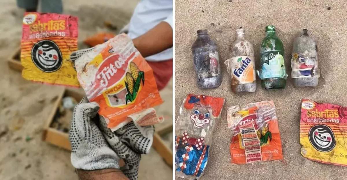 Hallan bolsas plásticas de los 90's limpiando playa en México